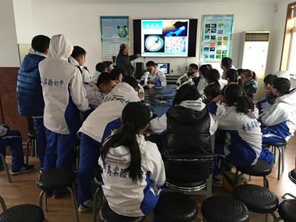 青岛育才中学来我馆参加社会课堂活动